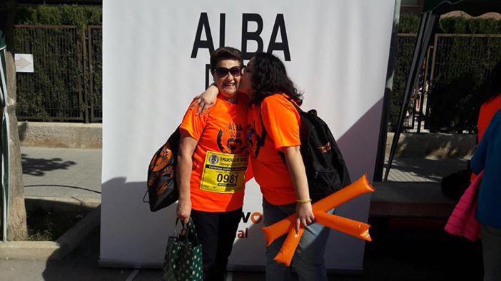 Novelda llena sus calles con una marea naranja en la segunda carrera ALBA DONA VIDA