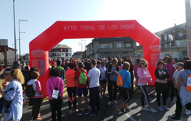 La XII marcha por La Loquia de Toral de los Vados recauda 700 euros para la Fundación Alba Pérez contra el cáncer infantil